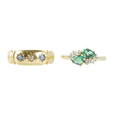 Lot 51 - An emerald and diamond set ring