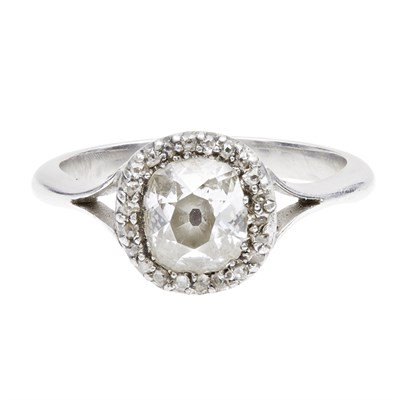 Lot 64 - A diamond cluster ring