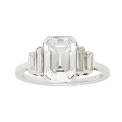 Lot 27 - A 1940s single stone diamond ring