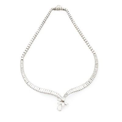 Lot 24 - A 1940s diamond set necklace