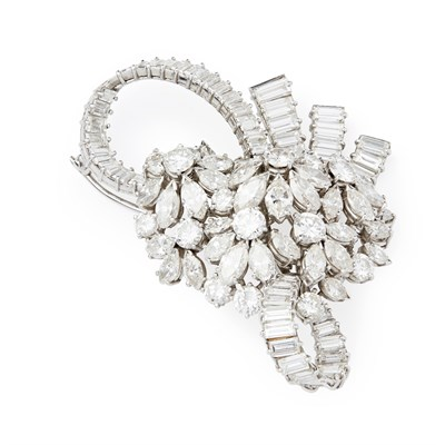 Lot 22 - A 1950s diamond set brooch