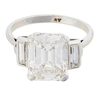 Lot 26 - A 1930s/1940s single stone diamond ring