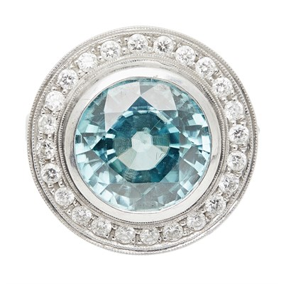 Lot 37 - A zircon and diamond cluster ring