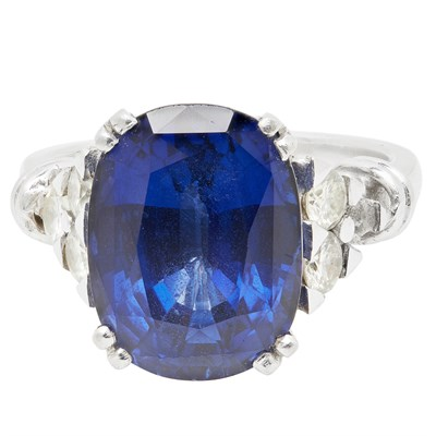 Lot 35 - A sapphire and diamond set cocktail ring