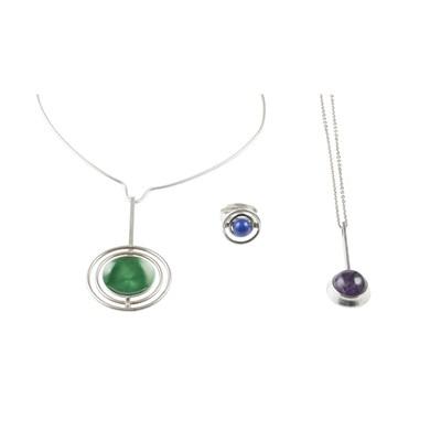 Lot 7 - A contemporary green enamel pendant necklace, David Anderson