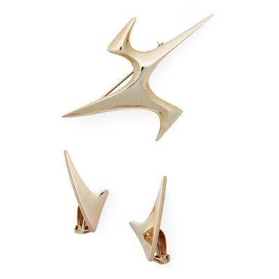 Lot 11 - A 9ct gold 'Flight' brooch, Ernest Blyth for Ivan Tarratt