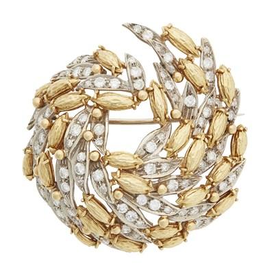 Lot 68 - A contemporary diamond set brooch