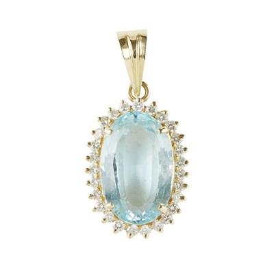 Lot 111 - An aquamarine and diamond set cluster pendant