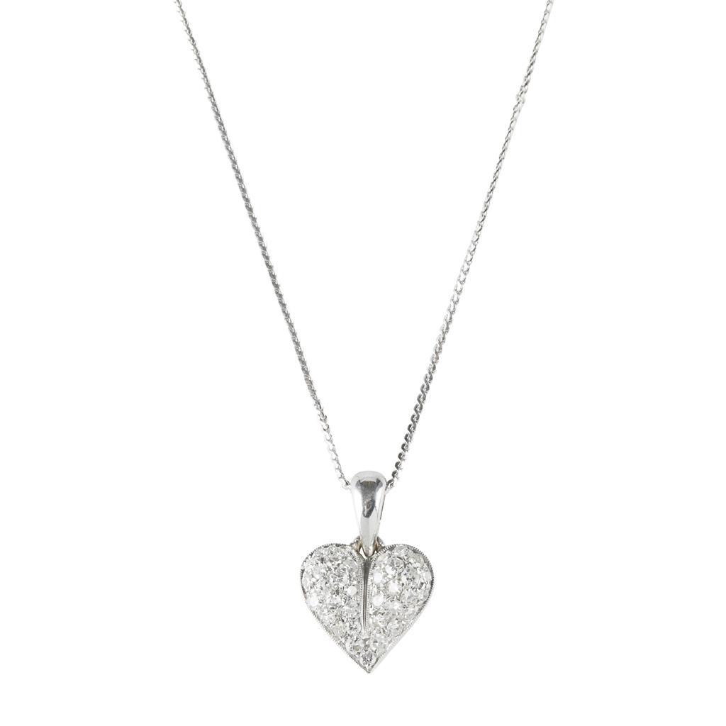 Lot 115 - A diamond set pendant