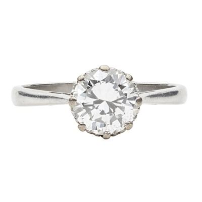 Lot 81 - A single stone diamond ring