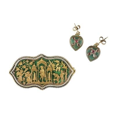 Lot 99 - An Indian Thewa art brooch