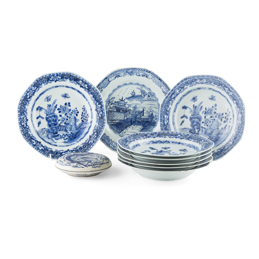 Lot 90 - COLLECTION OF EIGHT BLUE AND WHITE DISHES