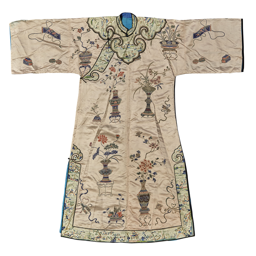 Lot 18 - EMBROIDERED SILK LADY'S ROBE