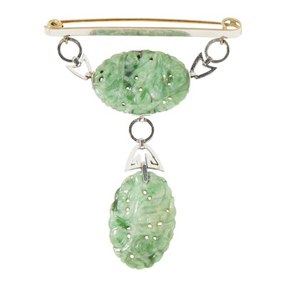 Lot 15-A jade set brooch