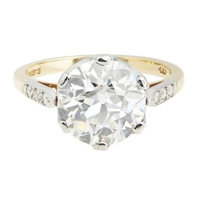 Lot 91-A single stone diamond set ring