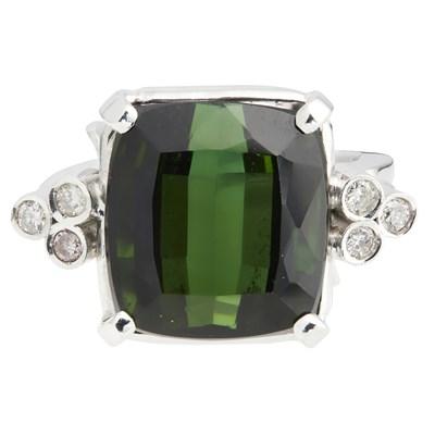 Lot 91 - A tourmaline and diamond set ring