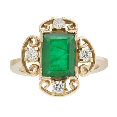 Lot 41-An emerald and diamond ring