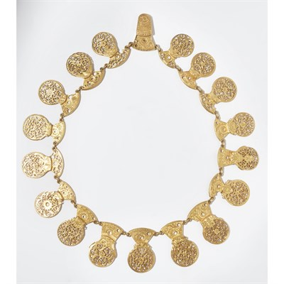 Lot 12-A decorative gilt metal necklace