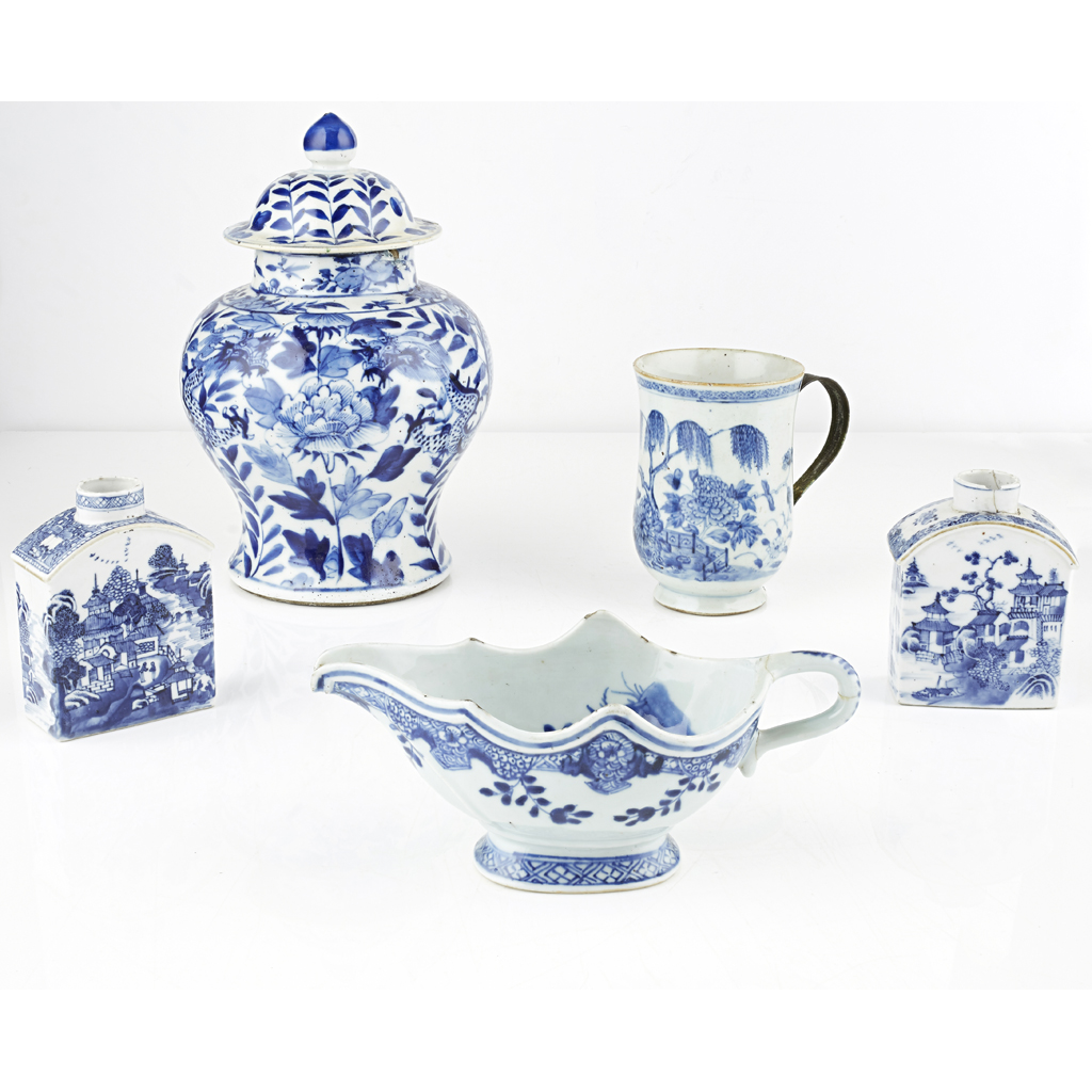 Lot 87 - ASSEMBLED GROUP OF BLUE AND WHITE PORCELAIN