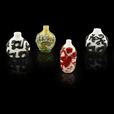 Lot 88 - RED-OVERLAY WHITE GLASS 'SQUIRREL AND GRAPES' SNUFF BOTTLE
