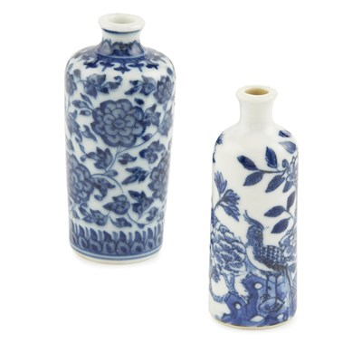 Lot 91 - BLUE AND WHITE 'LOTUS' SNUFF BOTTLE