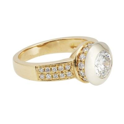 Lot 90-A single stone diamond ring