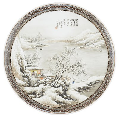 Lot 259 - FOUR GRISAILLE AND FAMILLE ROSE 'WINTER LANDSCAPE' DISHES