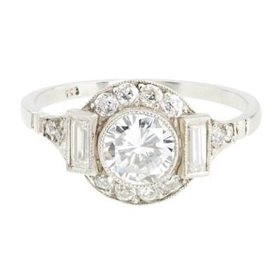 Lot 20-An Art Deco diamond cluster ring