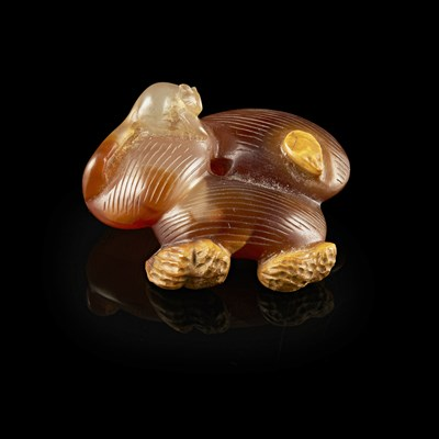Lot 104 - CARVED AGATE 'JUJUBE AND PEANUT' GROUP