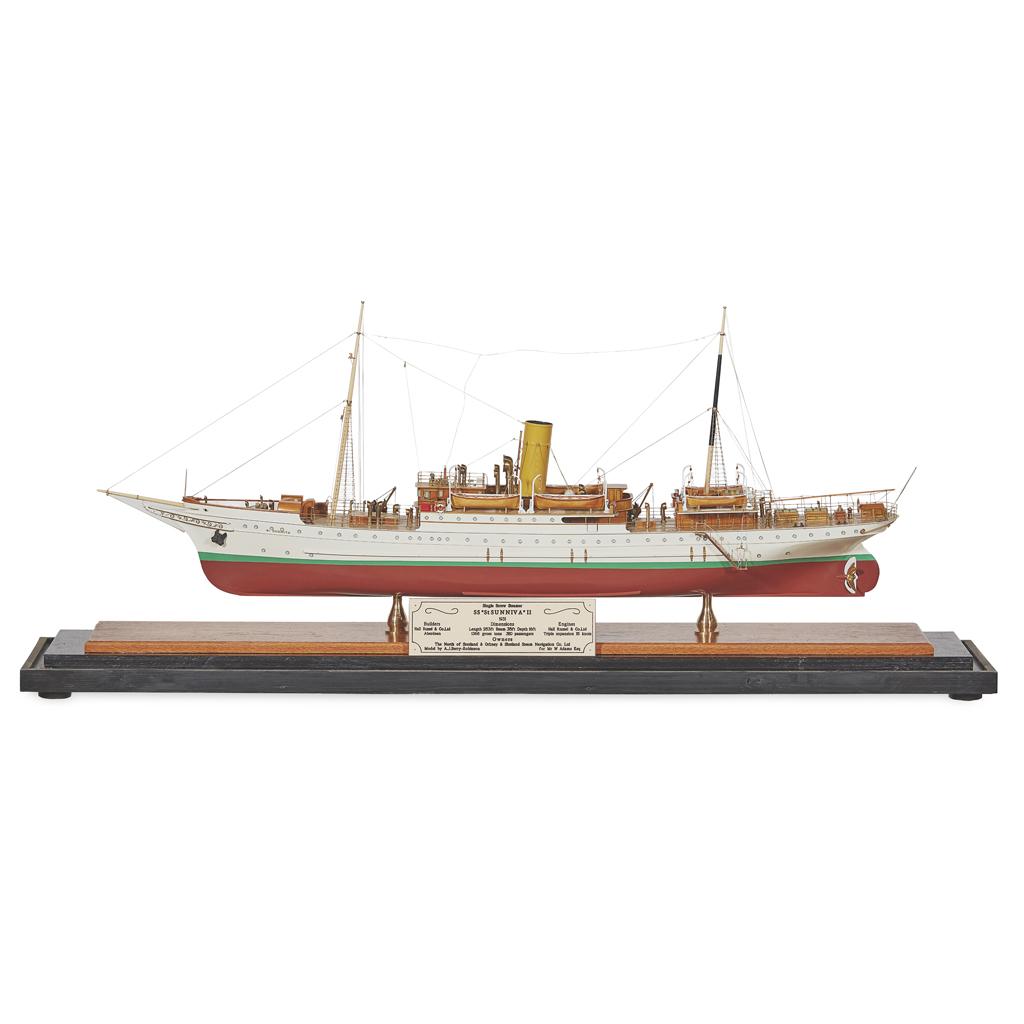 Lot 198 - A MODEL OF A SINGLE SCREW STEAMER