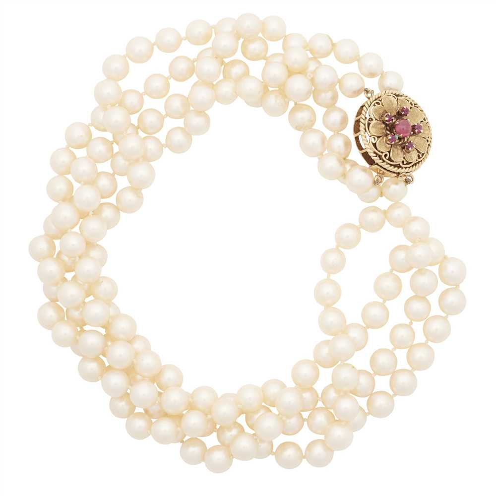 Lot 32-A double strand pearl necklace