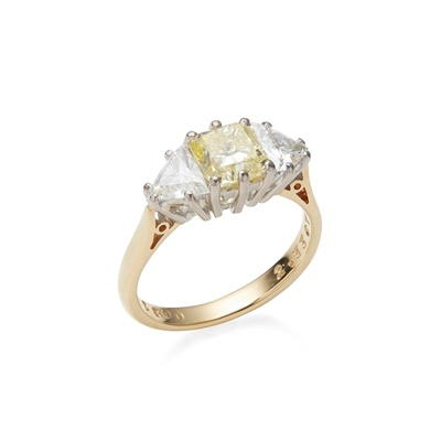 Lot 22-A yellow and colourless diamond set ring