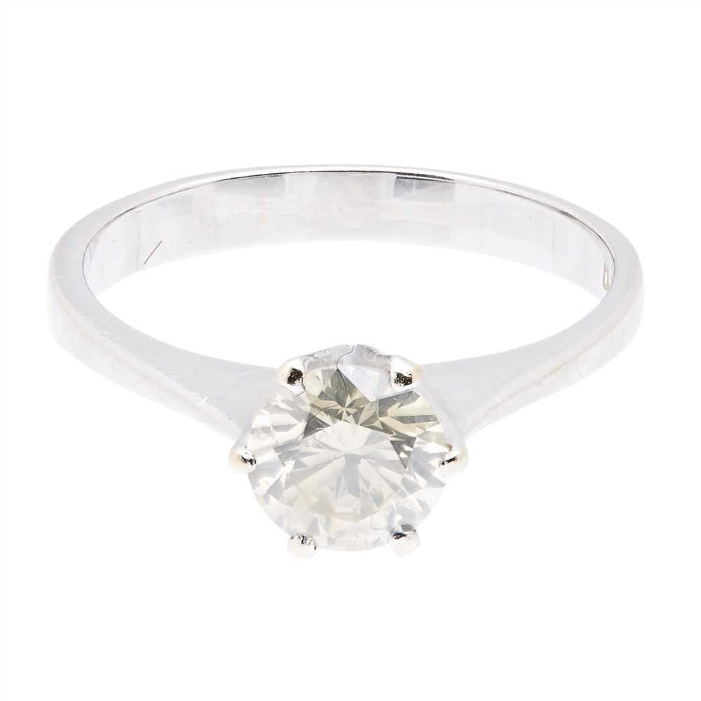Lot 22-A single stone diamond set ring