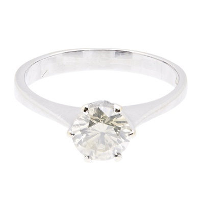 Lot 22-A single stone diamond set ring