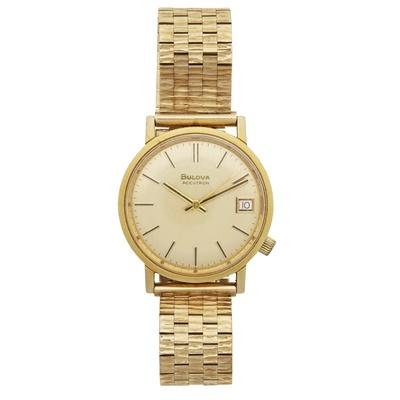 Lot 311 - A gentleman's 9ct gold wristwatch, Bulova