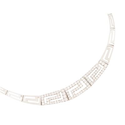 Lot 112 - A modern diamond set necklace