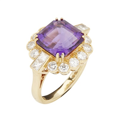Lot 94 - An amethyst and diamond cluster ring