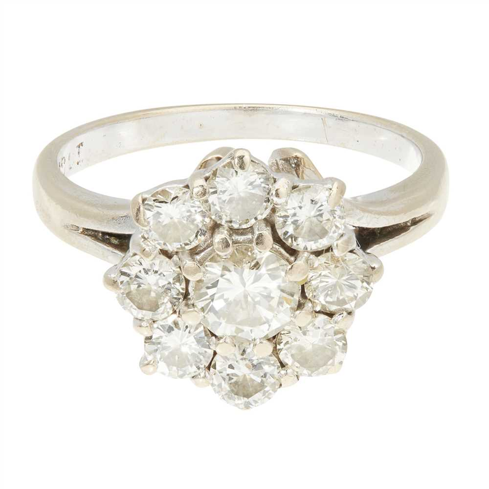 Lot 6 - A diamond cluster ring