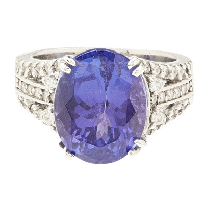 Lot 104 - A 14ct white gold Tanzanite and diamond set cocktail ring