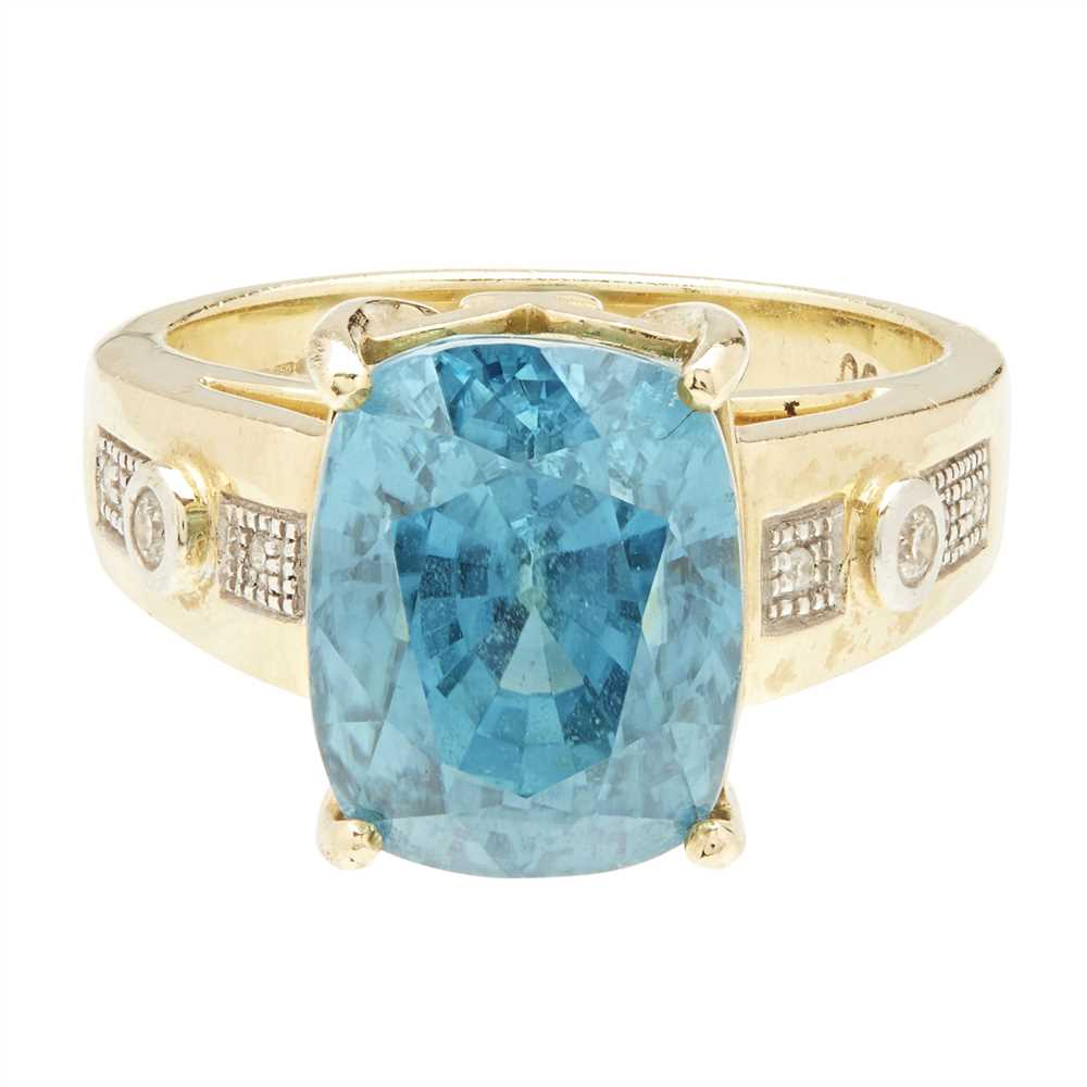 Lot 35 - An 18ct gold zircon and diamond set cocktail ring