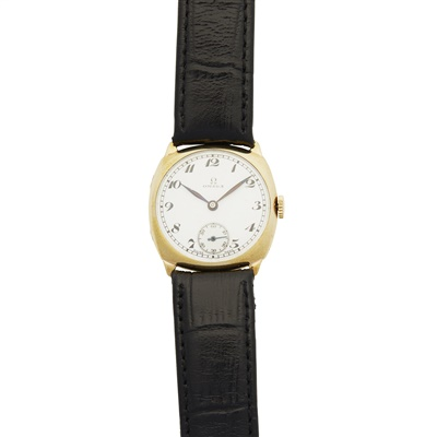 Lot 324 - A 9ct gold 1930s cased wristwatch, Omega
