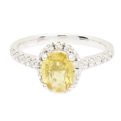 Lot 101 - An 18ct gold yellow sapphire and diamond ring