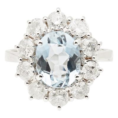 Lot 132 - An aquamarine and diamond set cluster ring