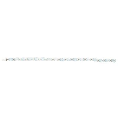 Lot 133 - An 18ct white gold aquamarine and diamond set line bracelet