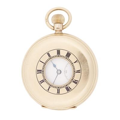 Lot 346 - A gentleman's 9ct gold pocket watch