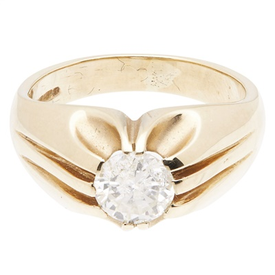 Lot 104 - A gentleman's single stone diamond ring