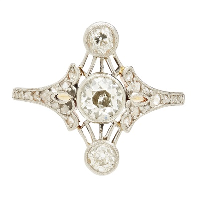 Lot 3-A Belle Époque diamond set ring