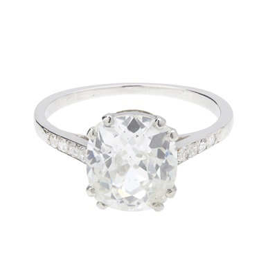 Lot 21-An early 20th century single stone diamond ring