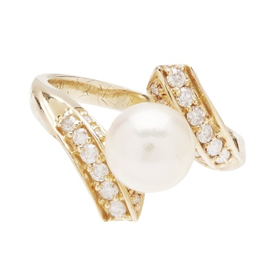 Lot 96 - A pearl and diamond set ring