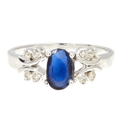 Lot 80 - A sapphire and diamond set cluster ring